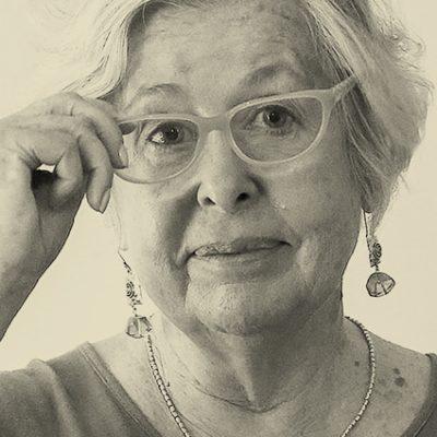Adriana Valdés Budge: «En Chile existen muchas lenguas fantasmas y los fantasmas, como sabemos, penan»
