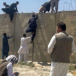 Afganistán: Aumentan refugiados. Cáritas evalúa situación en frontera Pakistán