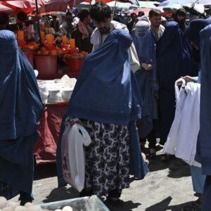 La ONU, a los talibanes: «Ninguna religión justifica la violación de los derechos de mujeres y niñas»