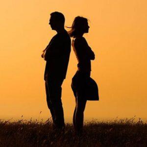 Las parejas se van separando poco a poco, en la vida de cada día