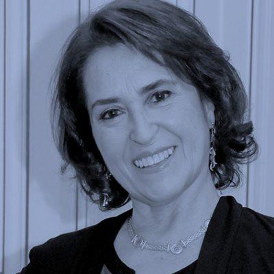 Patricia Stambuk: «Debemos mirar hacia adentro de nuestra frontera, como los moai de Isla de Pascua»